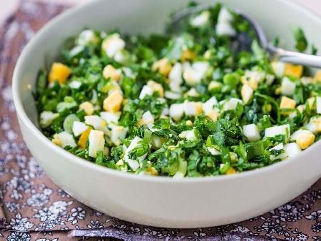 Спаначена салата с варени яйца - снимка на рецептата